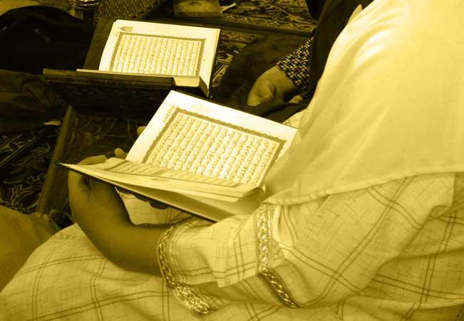 Memegang Tafsir Quran Saat Haid