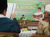 Jijay Zainal Arifin, Santri asal Garut utusan dari PP. Bumi Damai Al Muhibbin, Tambak Beras, Jombang, sedang memperlihatkan kemampuannya di hadapan dewan juri.