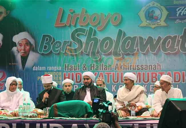 Gempita Panggung Lirboyo Bersholawat