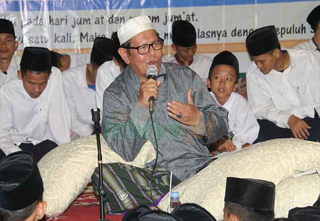Dawuh KH. Abdul Kholiq Ridlwan: Waktu Seperti Pakaian
