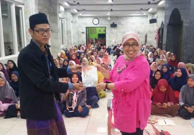 Ratusan Santri An-Nuriyah Surabaya Kaji Buku Fikih Kebangsaan