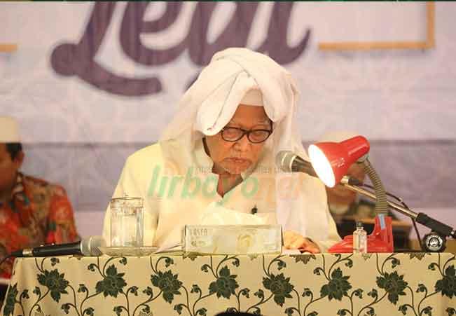 KH. M. Anwar Manshur Muda adalah Pekerja Keras