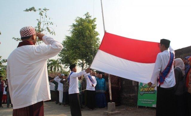 Kisah Adik KH Wahab Chasbullah Putuskan Hukum Hormat Bendera